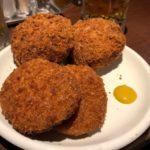 肉の大山【上野駅】知らなきゃモグリ!最高コスパの必食メンチをシバき、ドリンク半額の実態を暴く!