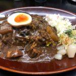 カレーは飲み物。【新橋駅】爆盛り無料の黒い肉カレーを一心不乱にシバく!